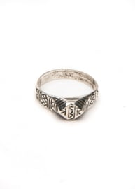 Isabella Engraved Ring