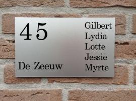 Naambord voordeur Voornamen rechts