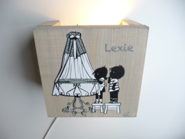 Kraamcadeau lamp hout van het geboortekaartje