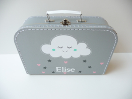 Koffertje met het geboortekaartje kraamkado Elize