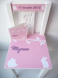 Stoeltje voor Mignon op basis van haar geboortekaartje