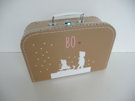 Kraamkoffertje met het geboortekaartje kraamcadeau