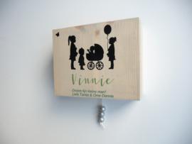 Kraamcadeau geboortekaartje muziekdoosje hout
