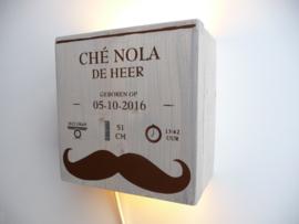 Lamp van het geboortekaartje Che Nola kraamcadeau