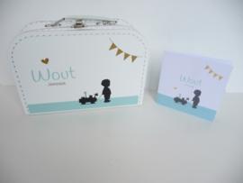 Koffertje van het geboortekaartje kraamcadeau