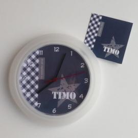 Klok van het geboortekaartje kraamcadeau Timo