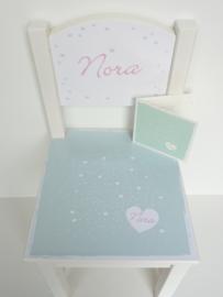 Stoeltje van het geboortekaartje kraamcadeau Nora