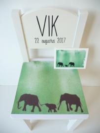 Bijzonder kraamcadeau geboortestoeltje met geboortekaartje Vik