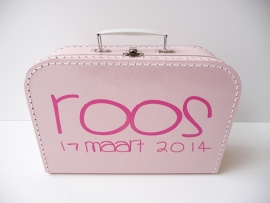 Koffertje met naam en geboortedatum meisje