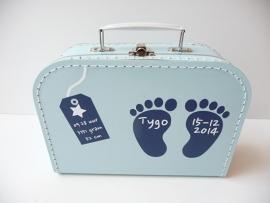 Kraamkado koffertje met naam en geboortegegevens jongen