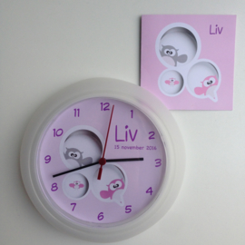 Klok van het geboortekaartje kraamcadeau Liv
