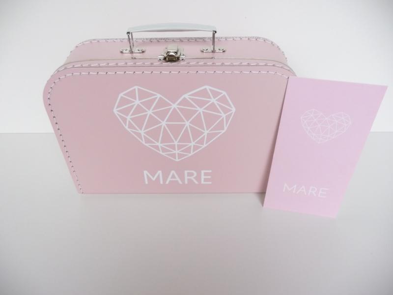 Koffertje met het geboortekaartje kraamkado Mare