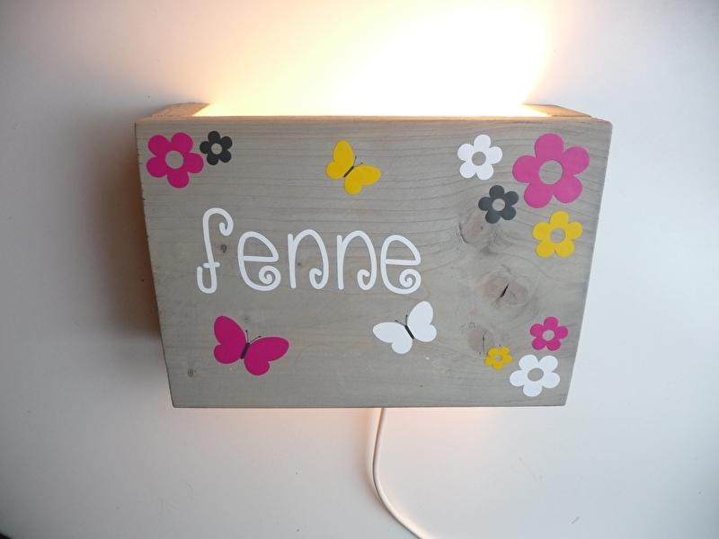 Persoonlijk cadeau met naam lamp bloemen en vlinders