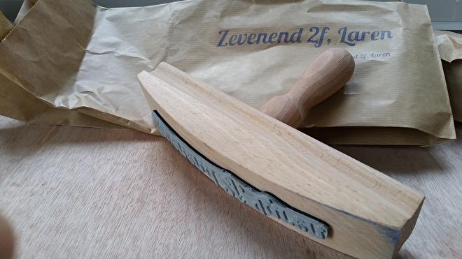 Extra große Holzstempel machen lassen