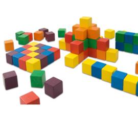 Gekleurde houten kubussen