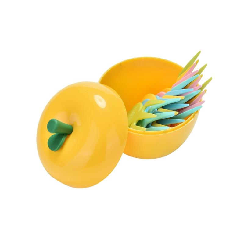 Grote fruitprikkers in een appel