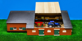 Kids Globe 610111 - Woonboerderij met koeienstal (1:32)