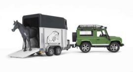 Bruder 2592 - Land Rover Defender Station Wagon met paardentrailer