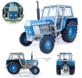 Universal Hobbies 5246- Zetor Crystal  8011 2WD Blauw (1:32)