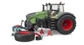 Bruder 4041 - Fendt 1050 Vario met monteur en garage accessoires