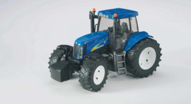 Bruder 3020 - New Holland T8040