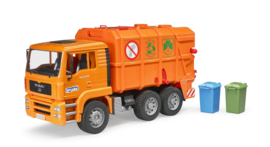 Bruder 2760 - MAN TGA vuilnisauto oranje met 2 vuilcontainers