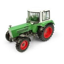 Universal Hobbies 5312 - Fendt Farmer 106S met Fritzmeier M611 cabine 4wd (1:32)