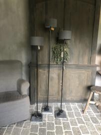 Staande lamp L, met ronde buis van Aura Peeperkorn