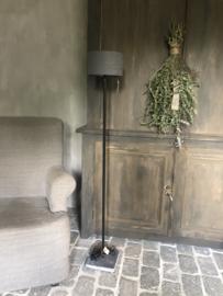 Staande lamp S, met vierkante buis van Aura Peeperkorn