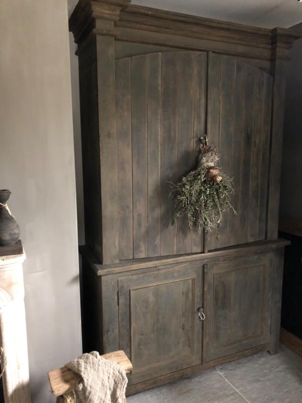 Prachtige zware houten kast