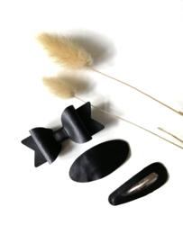 Haarspeldjes en strikjes zwart