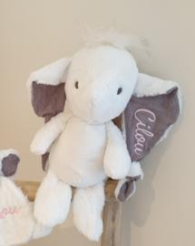 Knuffelolifant met geborduurde naam