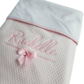 Luxe-deken met geborduurde naam (wit/roze/blauw/grijs)