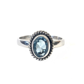 BLAUWE TOPAAS OVAL RING STERLING ZILVER