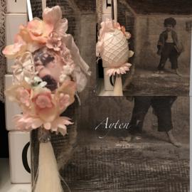 Paasei echt roze met bloemen