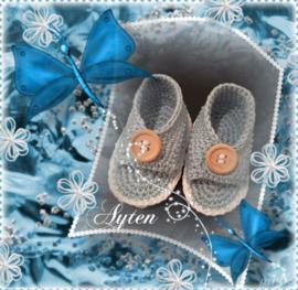 Blauw schoentje met open teen.