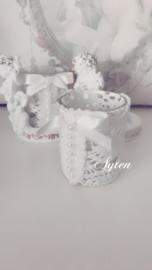 Engelen waxinelichtjes met kant en strik wit