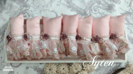 Roze kussentjes met kant
