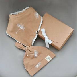 Pom Pom Bib & Knot Hat - gift set - Dandelion
