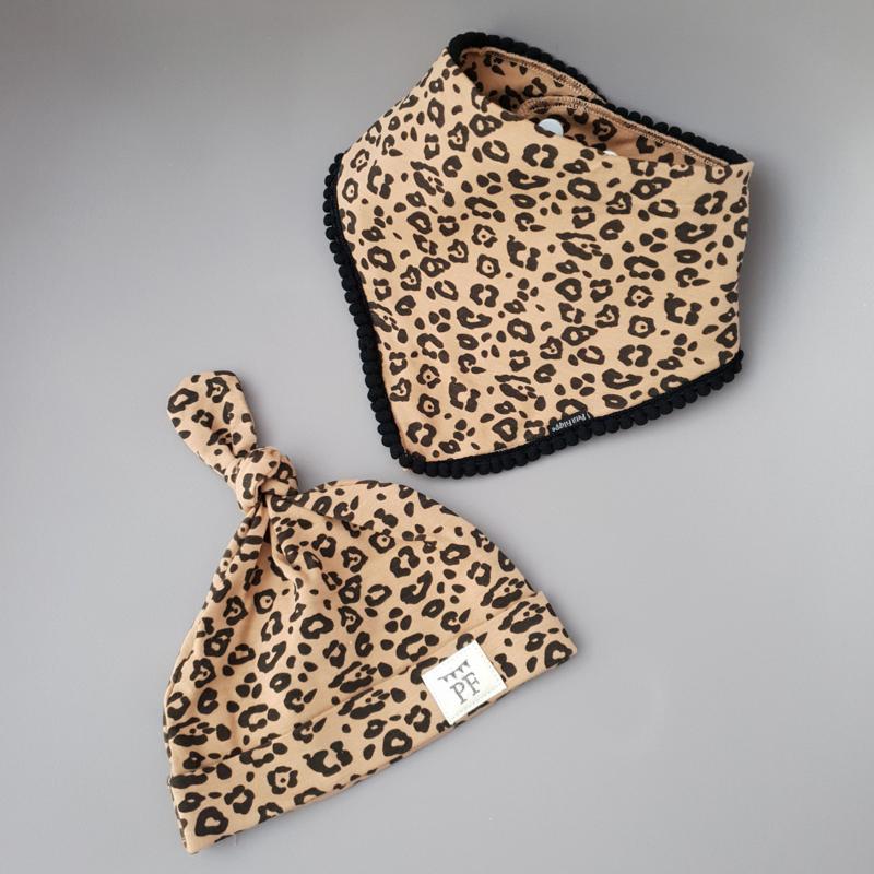Pom Pom Bib & Knot Hat set - Leopard