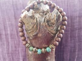 Armband van houten kralen met turkoois