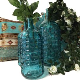 Set van twee turquoise glazen flessen merk PTMD