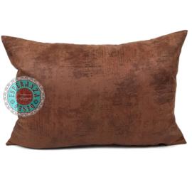 Leatherlook kussen in de kleur cognac met koper ± 50x70cm