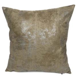 Leatherlook kussen in de kleur walnoot met zilver ± 45x45cm
