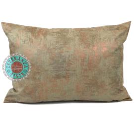 Leatherlook kussen in de kleur walnoot met koper ± 50x70cm