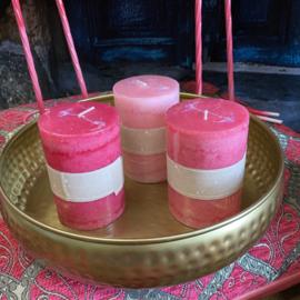 Set van drie kaarsen in de kleuren licht roze, roze en hard roze 10cm hoog x 7cm dik