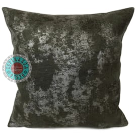Leatherlook kussen in de kleur donker groen met zilver ± 45x45cm