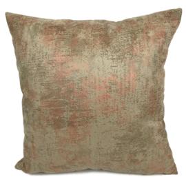 Leatherlook kussen in de kleur walnoot met koper ± 45x45cm
