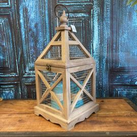 Houten lantaarn met metaal (gaas) 42cm hoog x 20cm breed