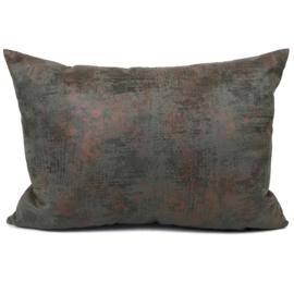 Leatherlook kussen in de kleur donker grijs met koper ± 50x70cm